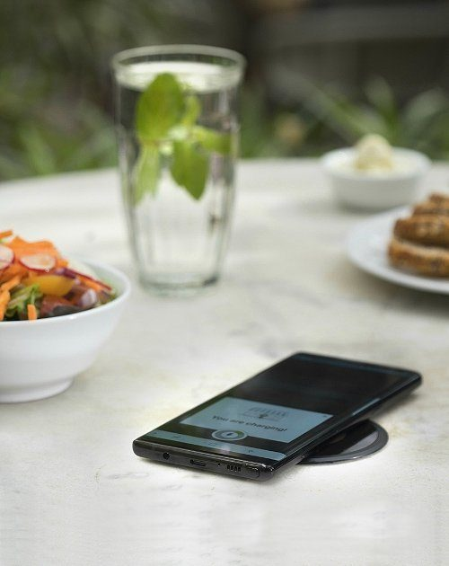 wireless charging in restaurant